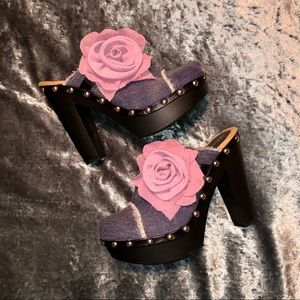 NWOT Shoe Dazzle Denim Heeled Clogs